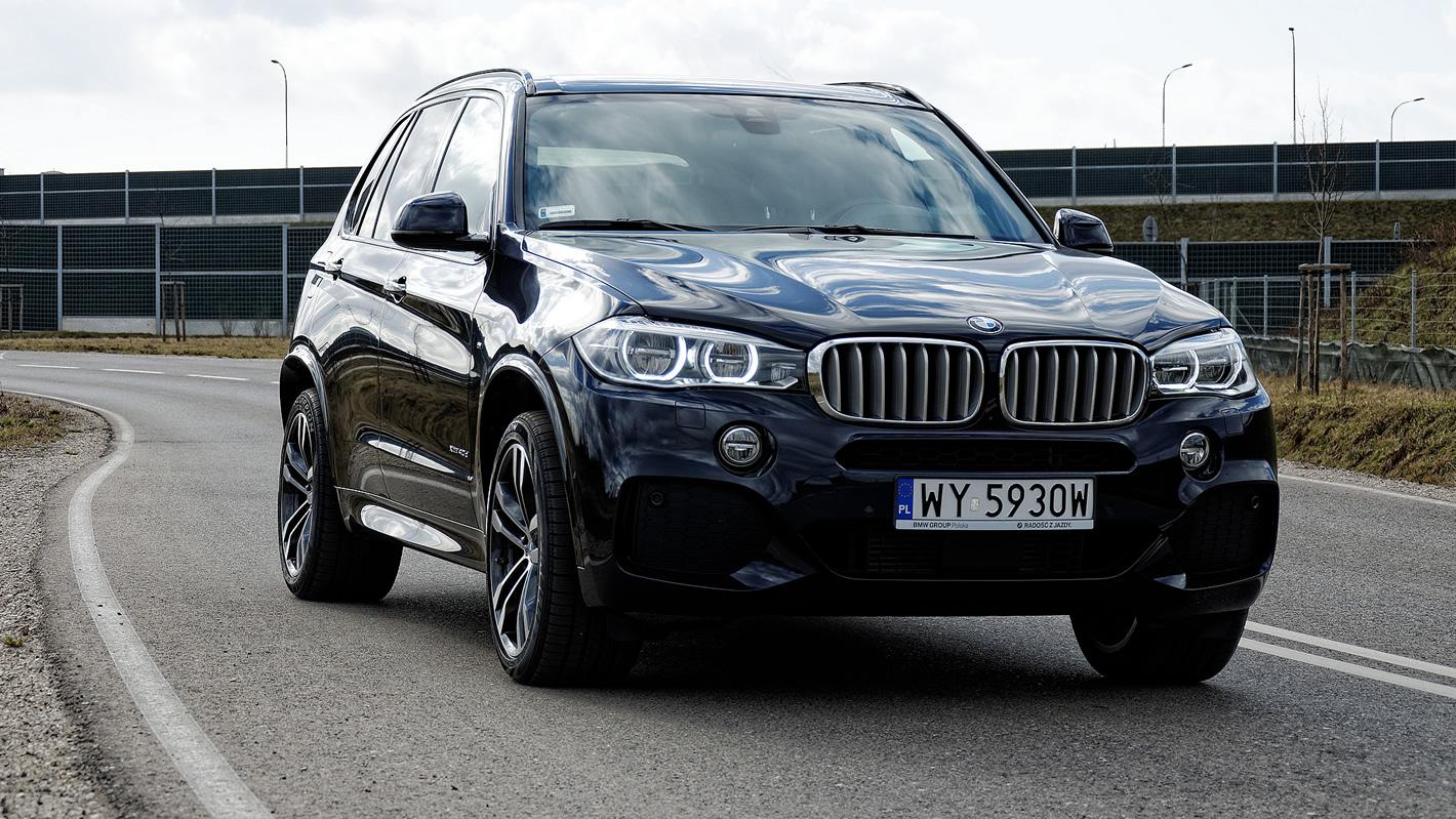 BMW X5 xDrive40d na krętej drodze