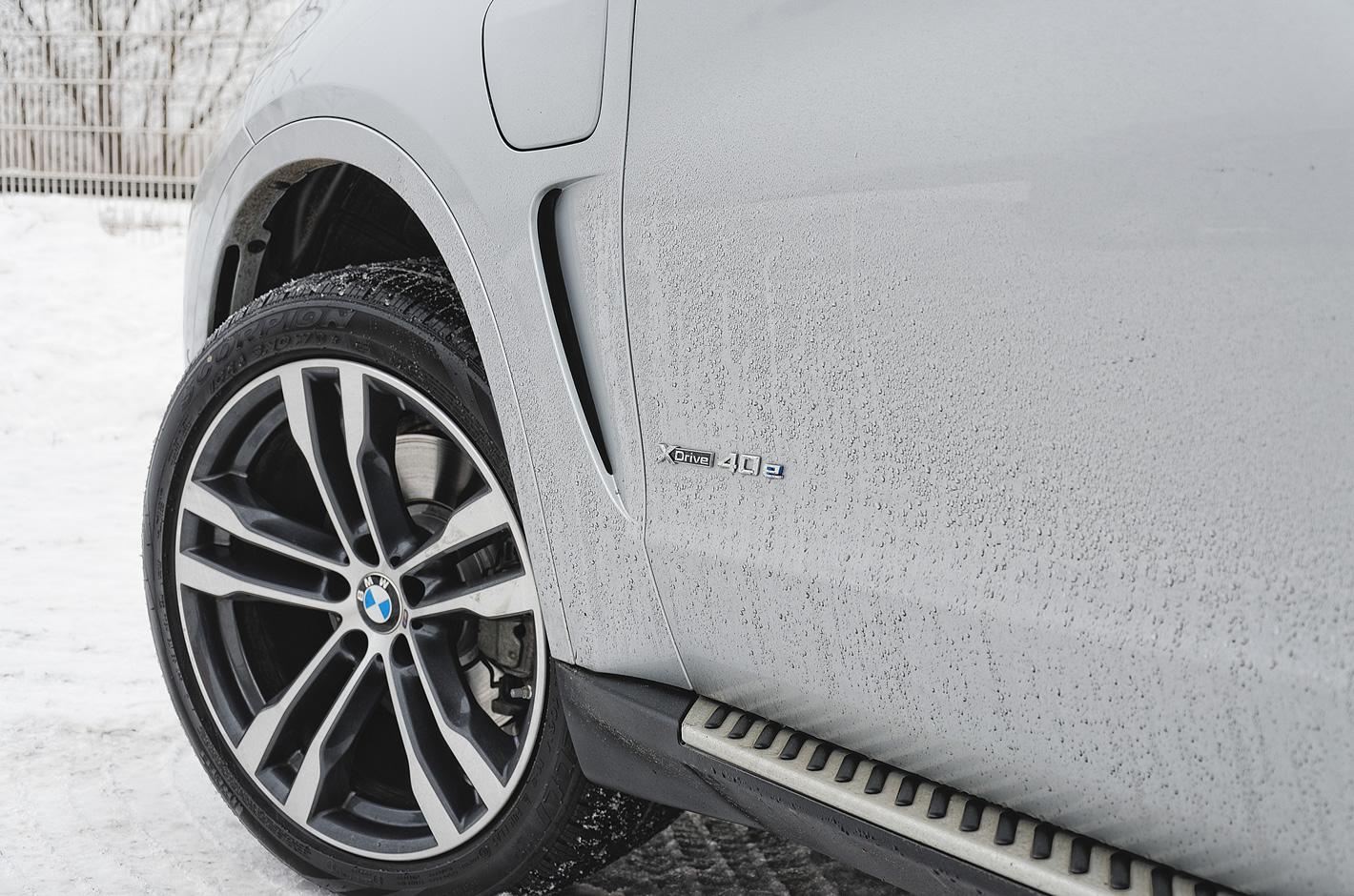 BMW X5 xDrive40e iPerformance - napis na nadkolu