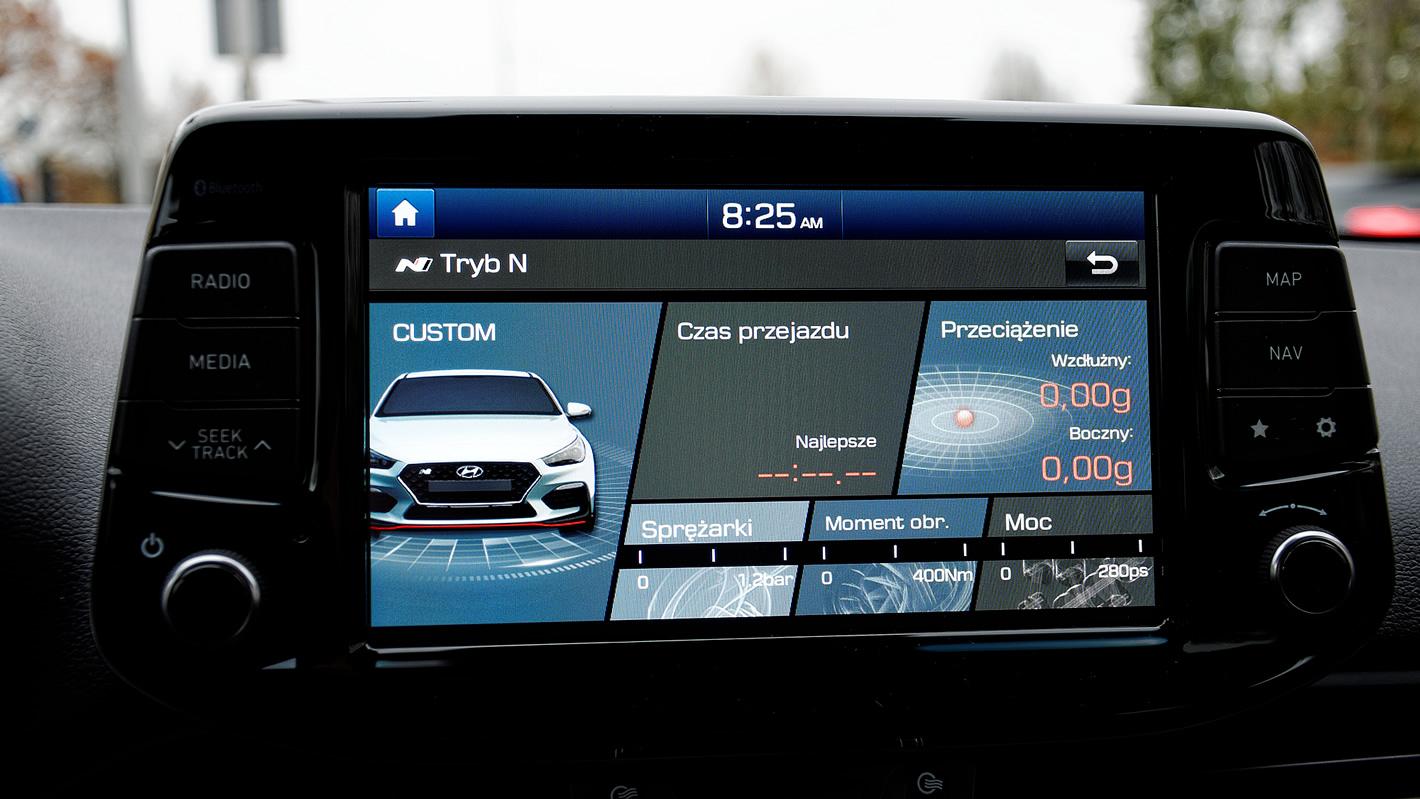Hyundai i30 N Performance - ekran główny systemu multimedialnego