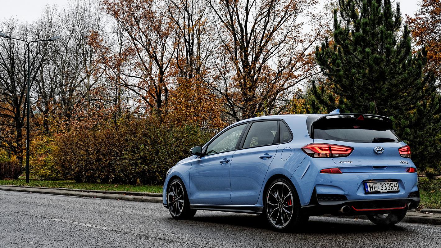 Hyundai i30 N Performance - delikatny spoiler nad tylną szybą