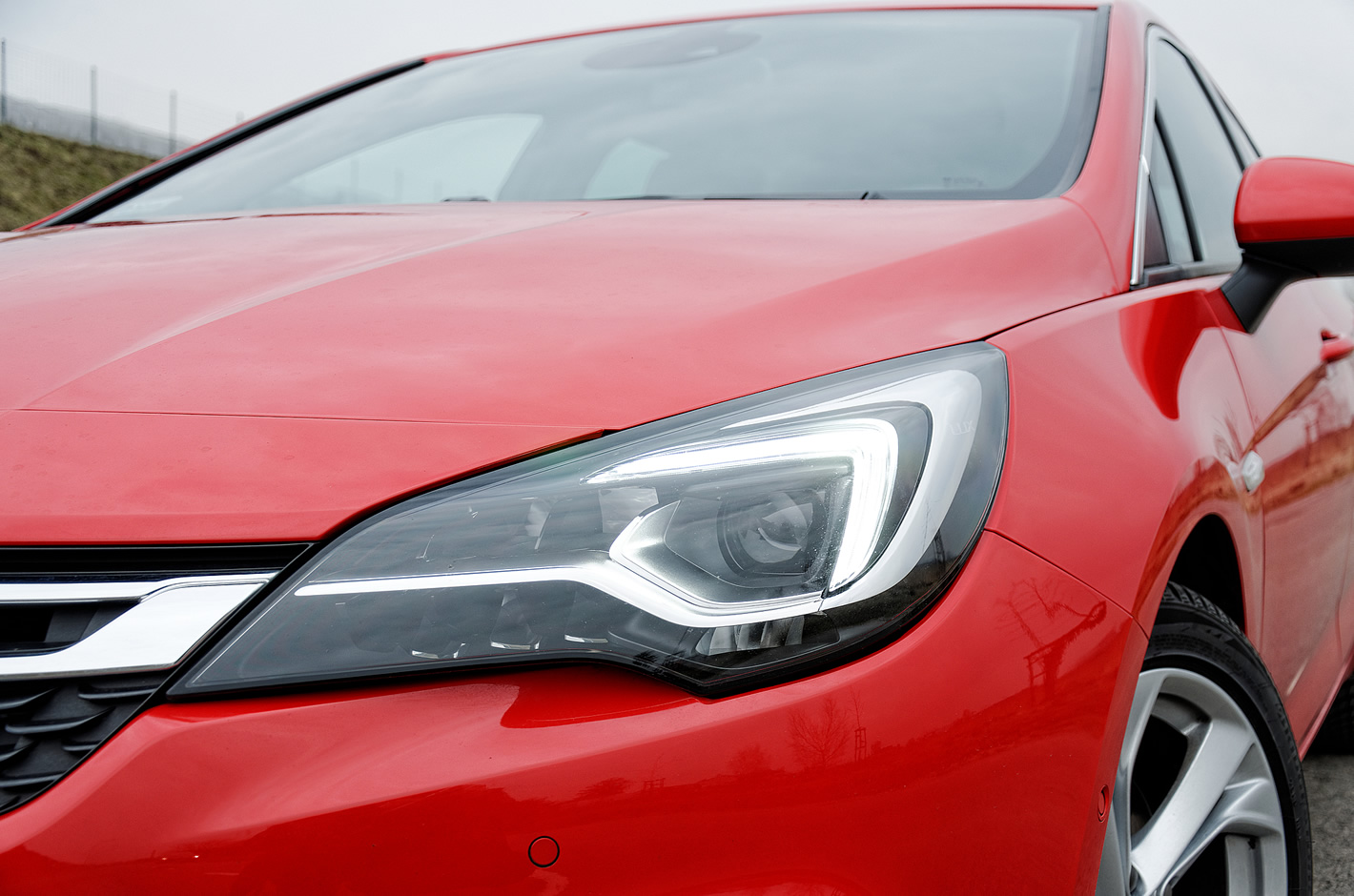 Opel Astra reflektor Intellilux LED