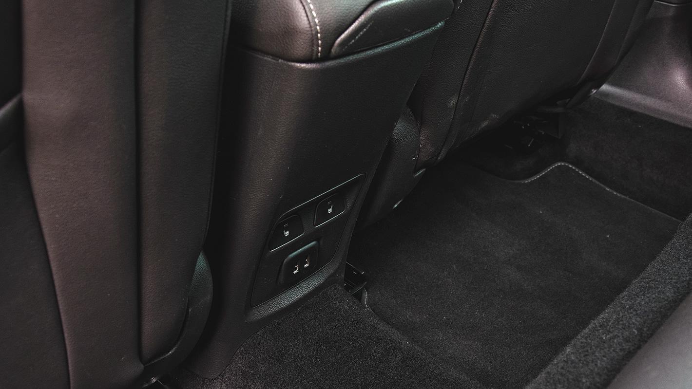 Opel Astra - dwa USB dla pasażerów z tyłu