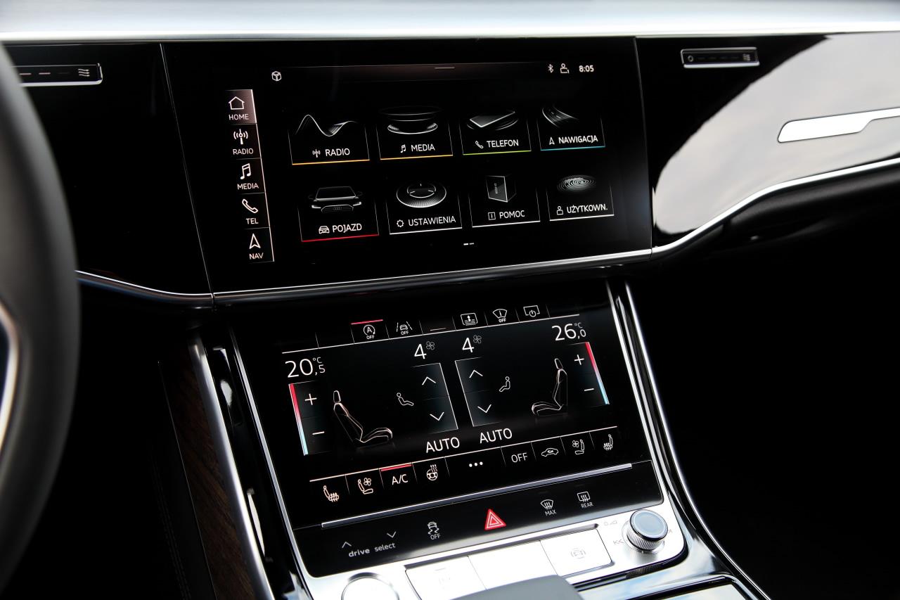 Dwa ekrany w kokpicie nowego Audi A8