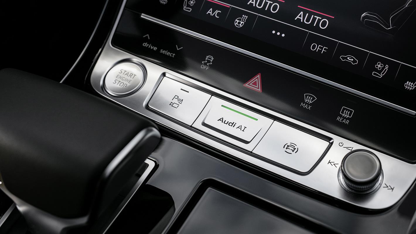 Przycisk Audi AI odpowiedzialny za autonomiczną jazdę A8