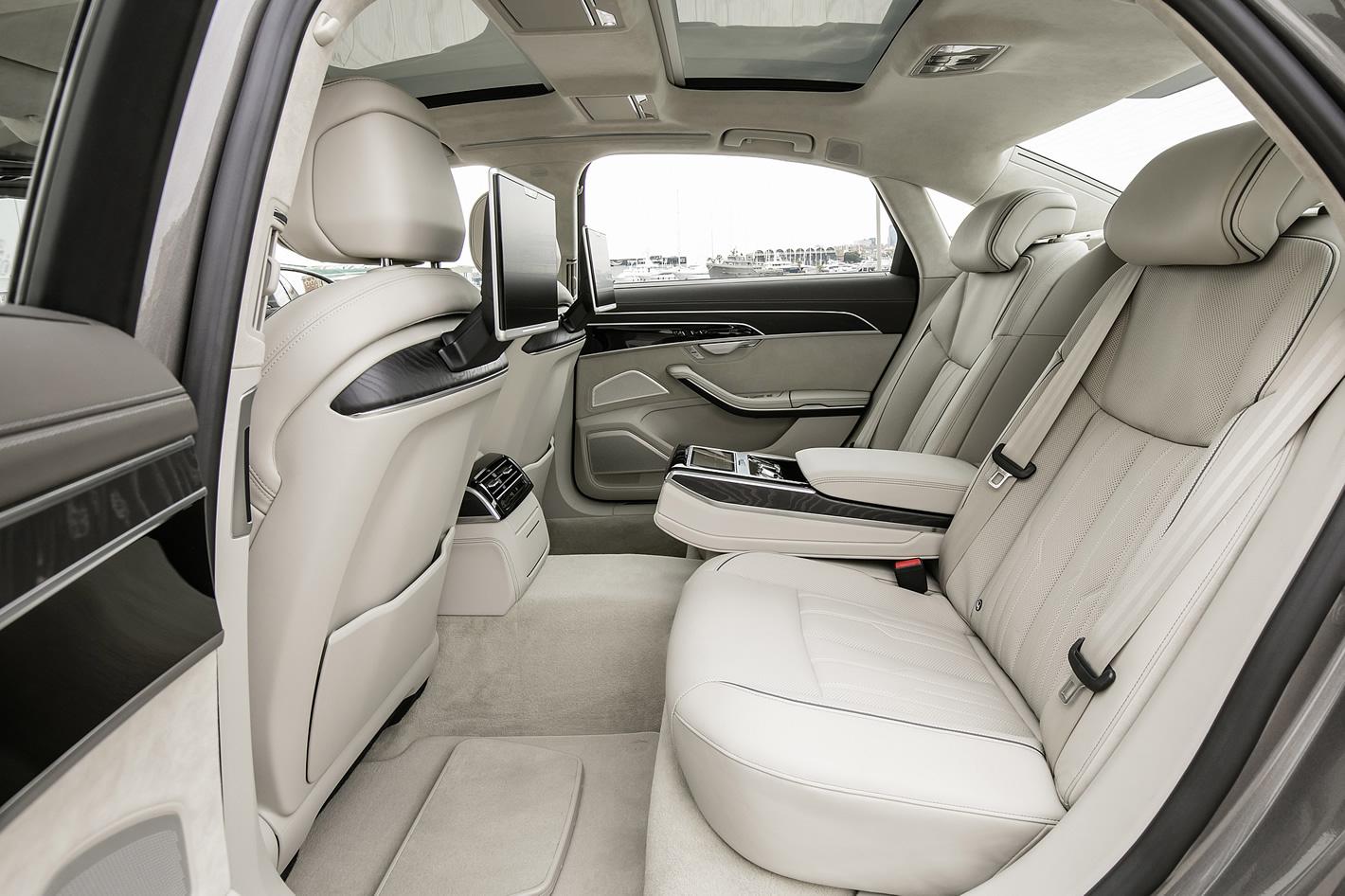 Ilość miejsca z tyłu w Audi A8L