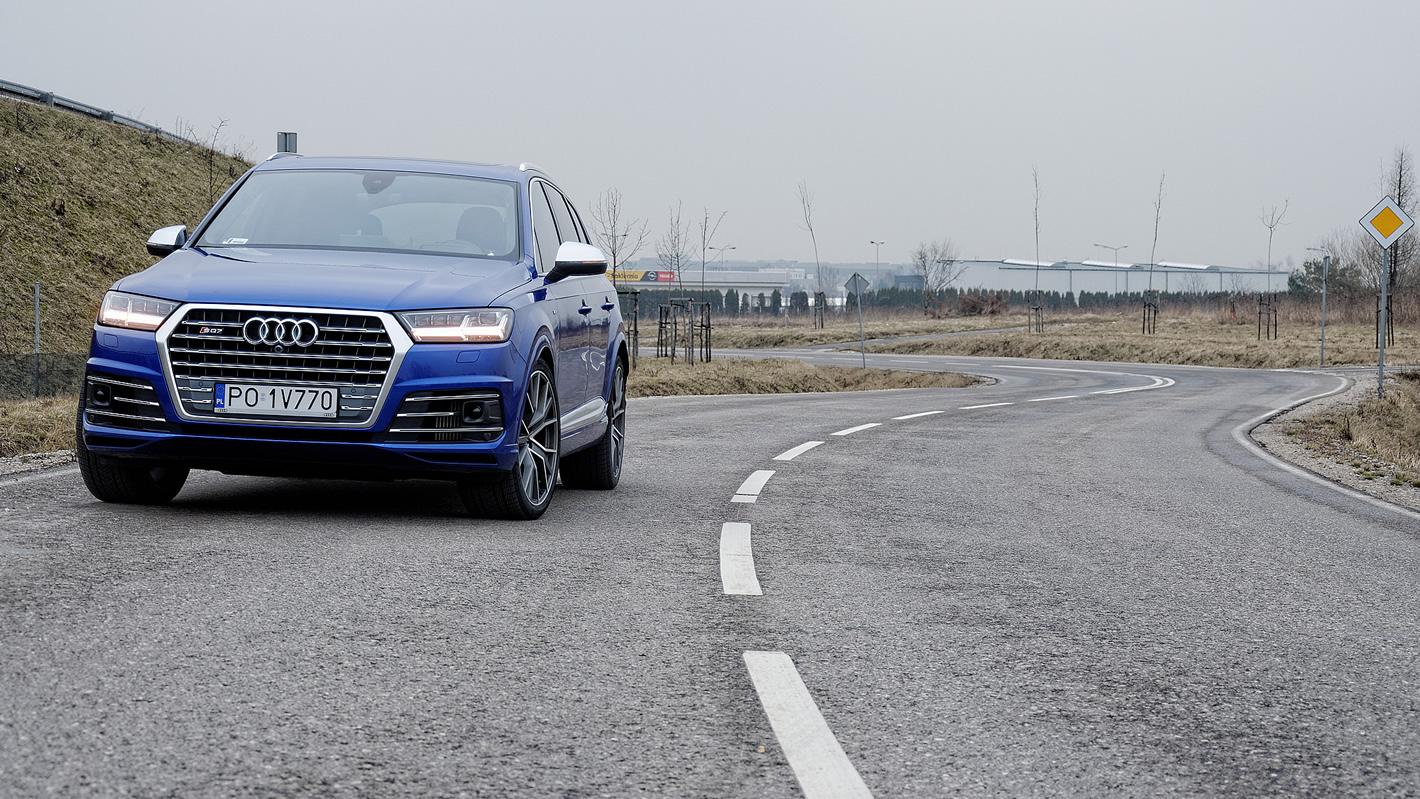 Audi SQ7 TDI na krętej drodze