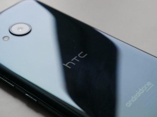 Błyszcząca powierzchnia obudowy w HTC U11 Life