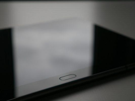 Huawei Mediapad M3 Lite posiada również skaner linii papilarnych