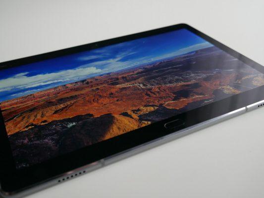 Kąty widzenia w Huawei Mediapad M3 Lite zasługują na pochwałę.