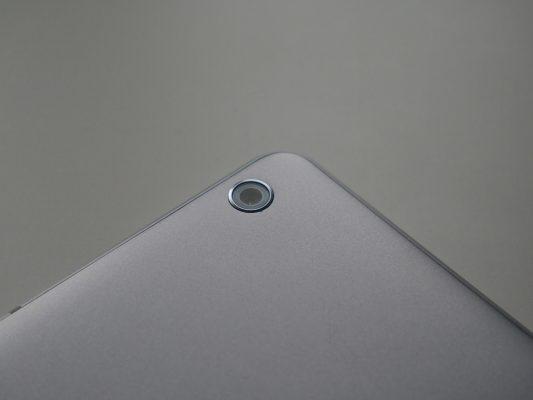 Huawei Mediapad M3 Lite posiada dwa aparaty, każdy o rozdzielczości 8 Mpix