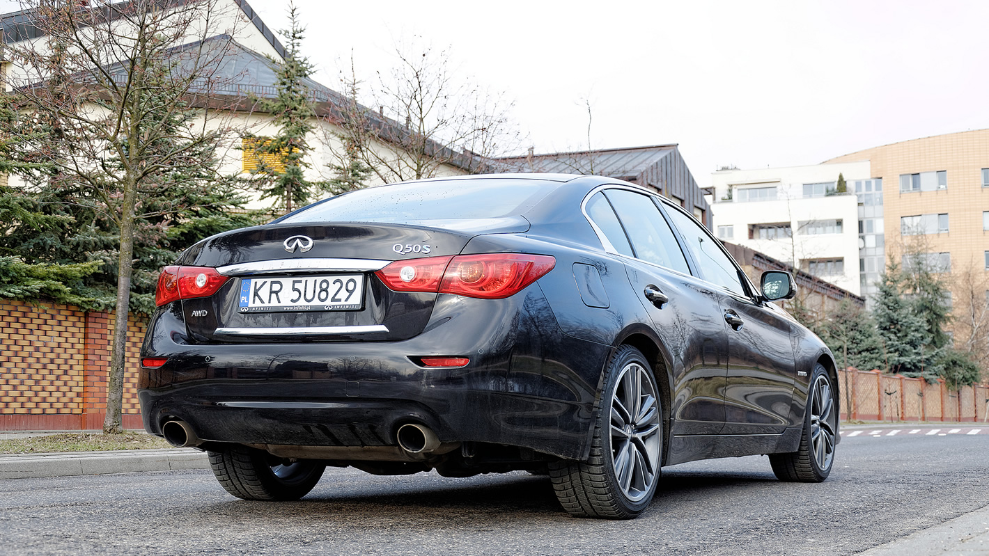 Infiniti Q50S Hybrid AWD - klasyczna bryła nadwozia
