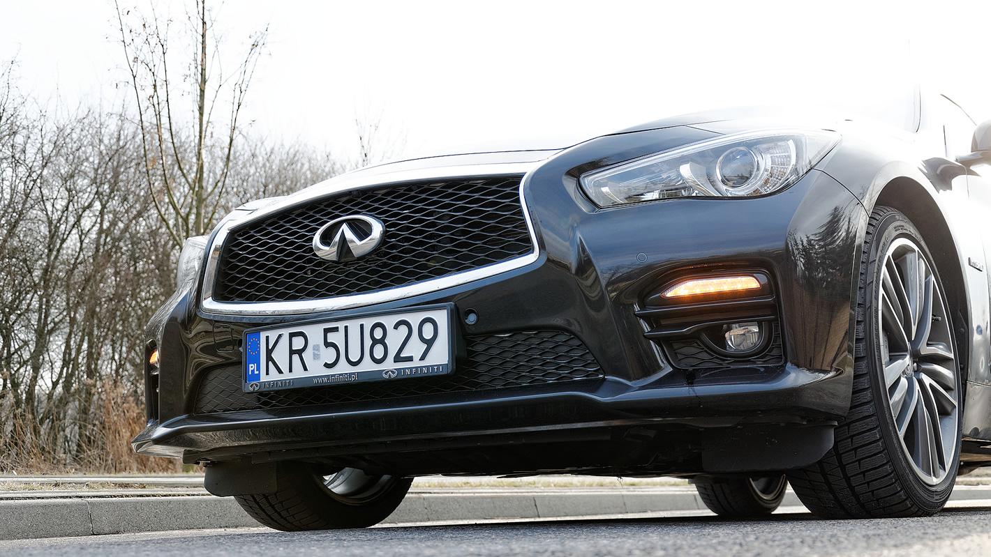 Infiniti Q50S Hybrid AWD - charakterystyczny grill