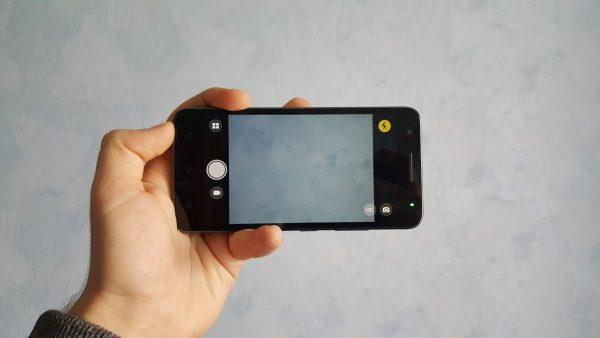 Lenovo C2 Power posiada aparat o rozdzielczości 8 Mpix oraz kamerkę o rozdzielczości 5 Mpix