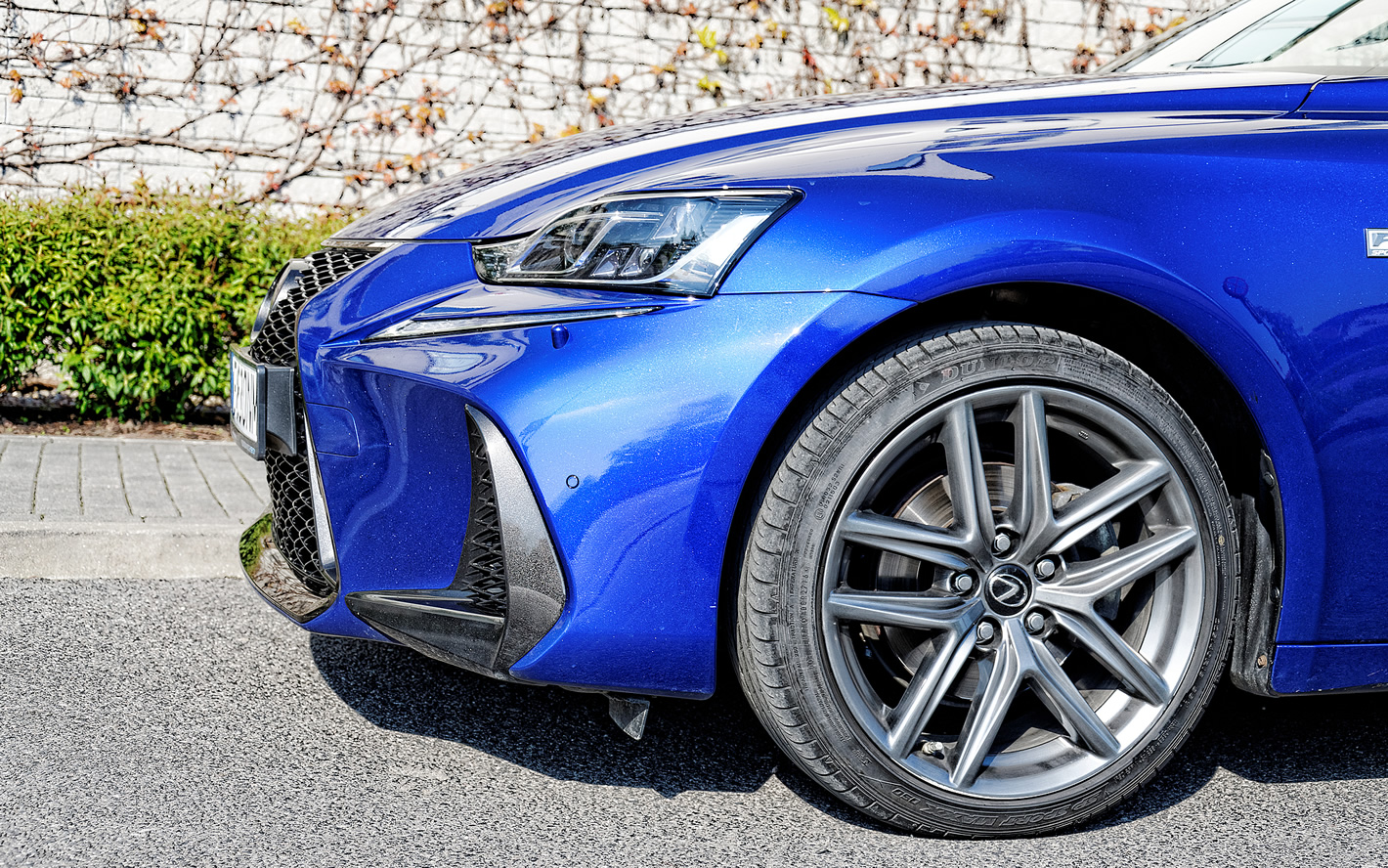 Lexus IS 300h - eleganckie, 18-calowe koła