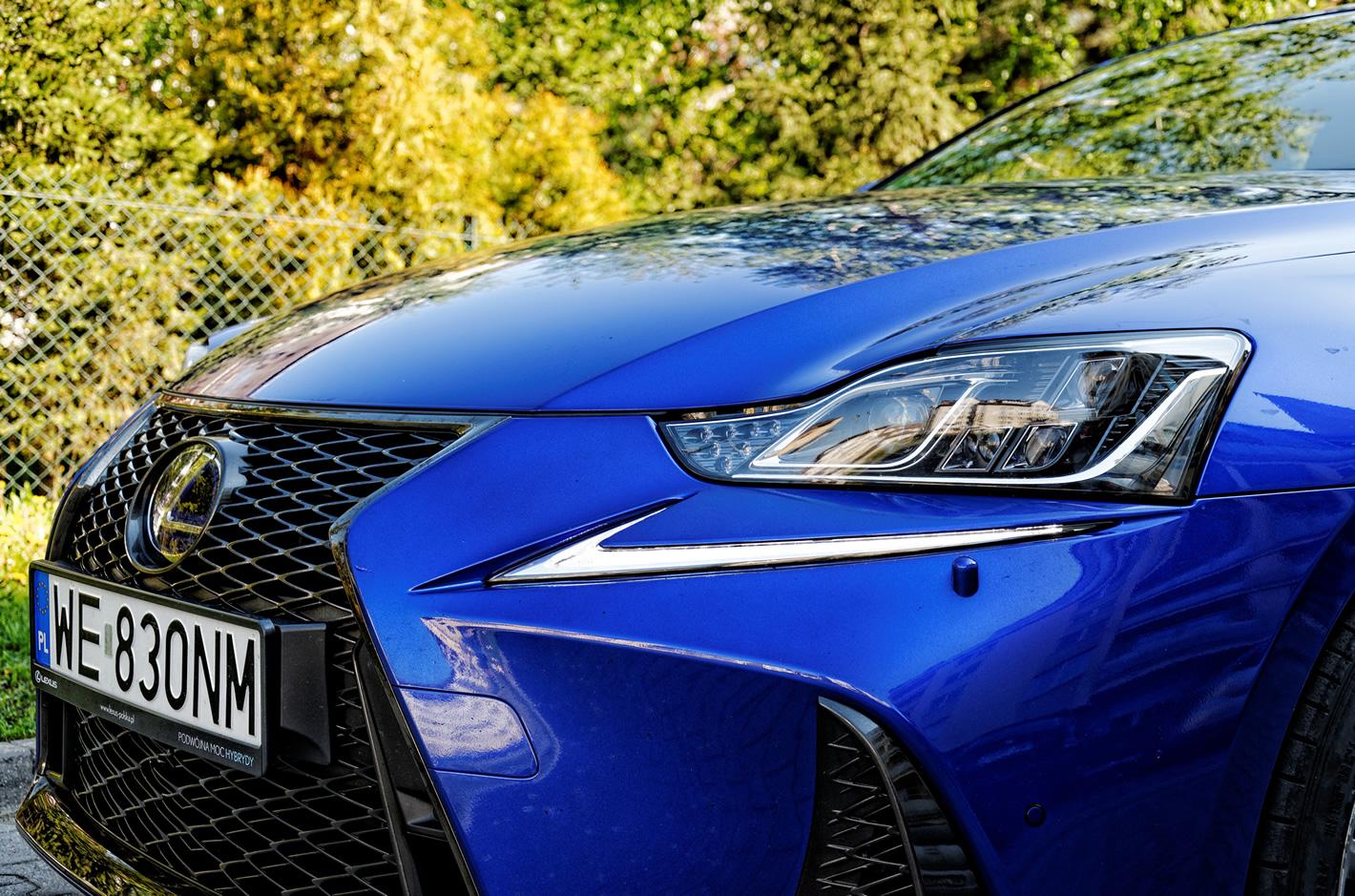 Lexus IS 300h - efektowne reflektory