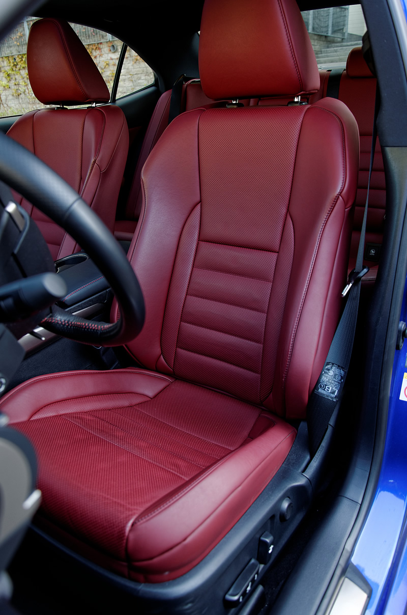 Lexus IS 300h - przedni fotel