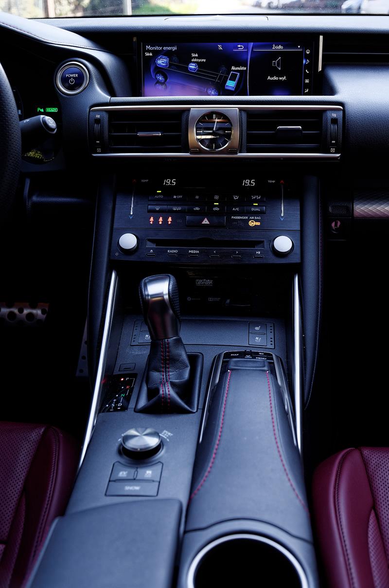 Lexus IS 300h - konsola centralna
