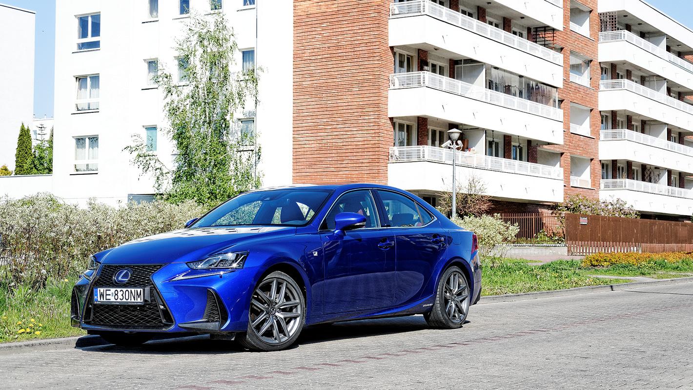 Lexus IS 300h - interesująca alternatywa dla niebieckiej trójki