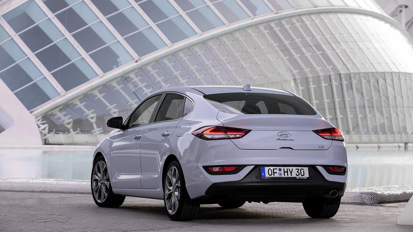 Hyundai i30 Fastback w białym kolorze