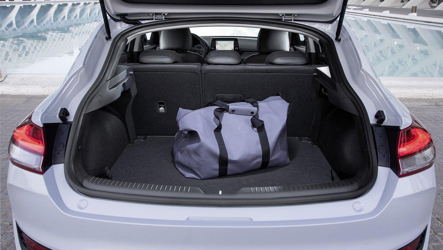 Hyundai i30 Fastback - bagażnik
