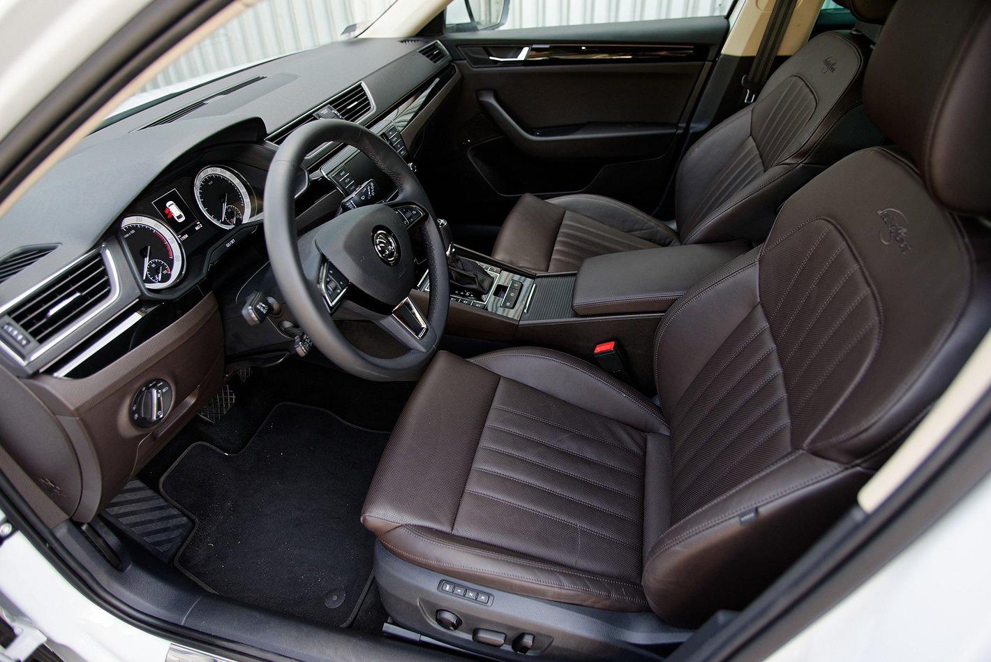 Škoda Superb - wnętrze Laurin & Klement