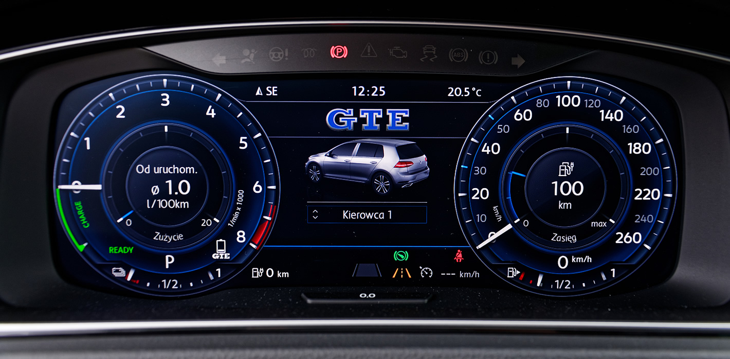 Volkswagen Golf GTE - active info display