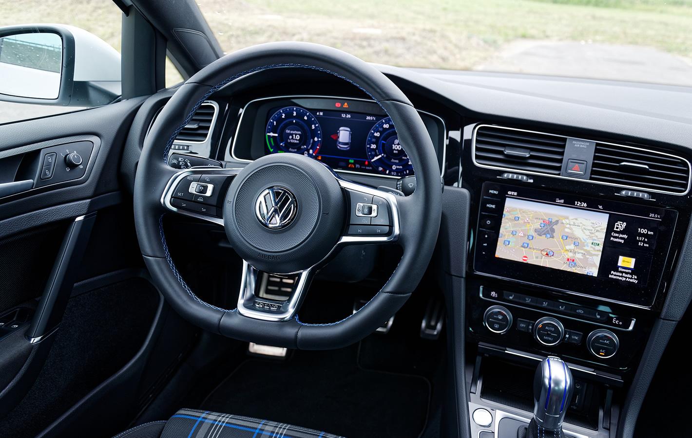 Volkswagen Golf GTE - kokpit
