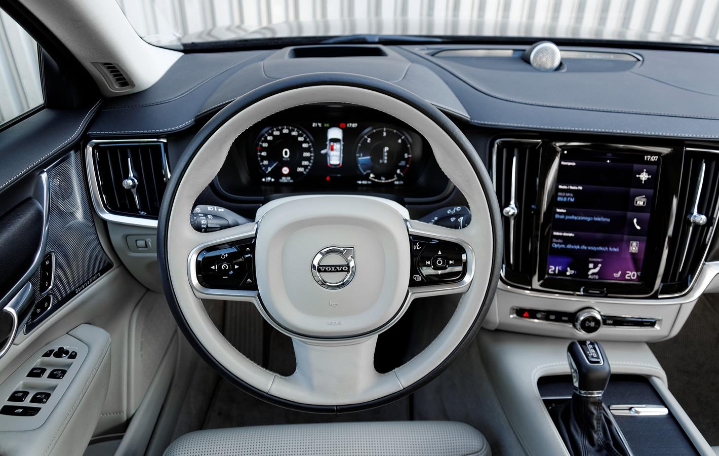 Volvo V90 Cross Country AWD kierownica