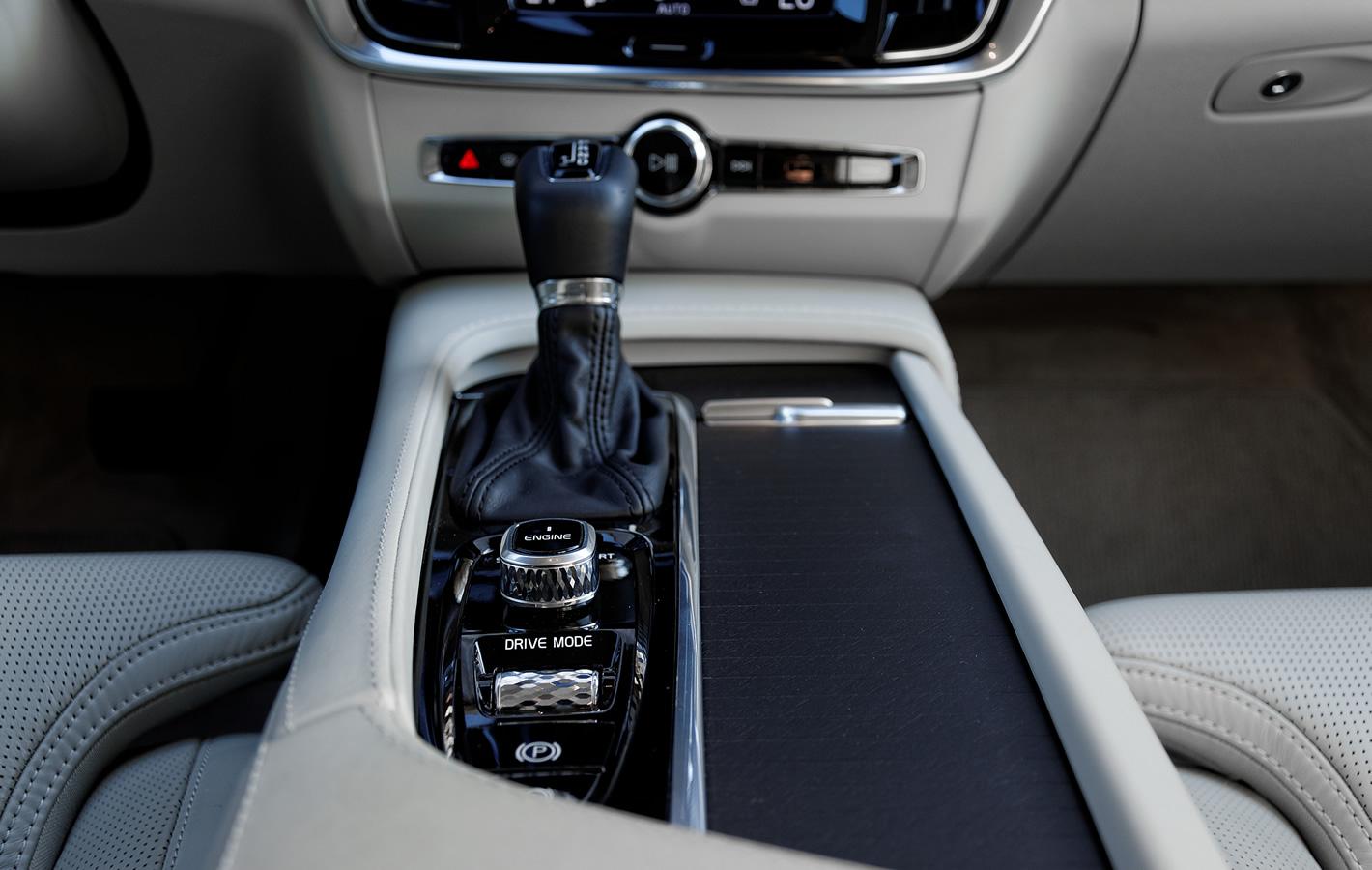 Volvo V90 Cross Country AWD - konsola centralna