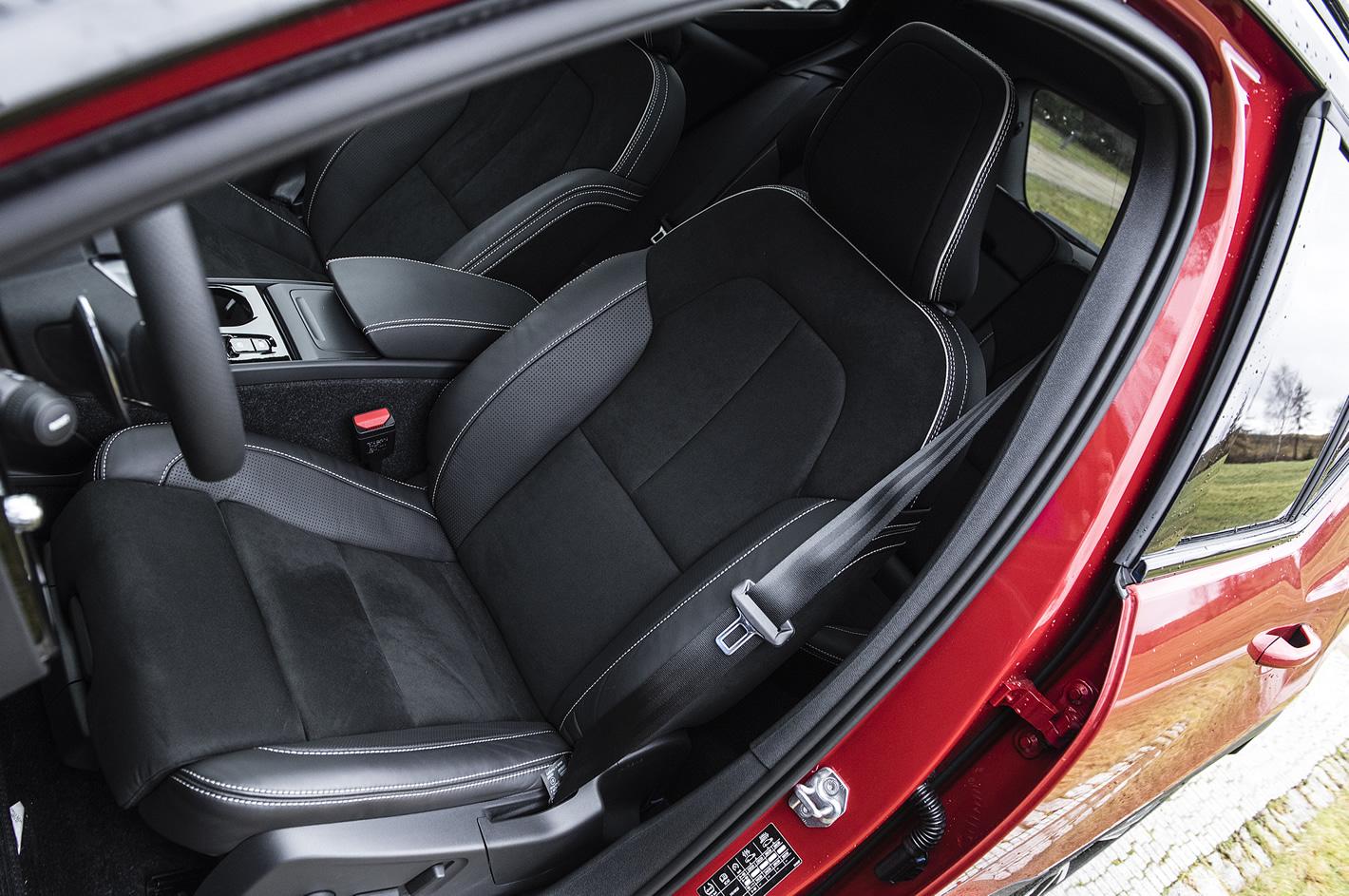 Volvo XC40 - przedni fotel kierowcy