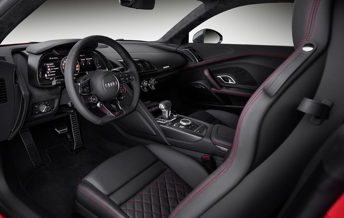 Audi R8 Plus w środku