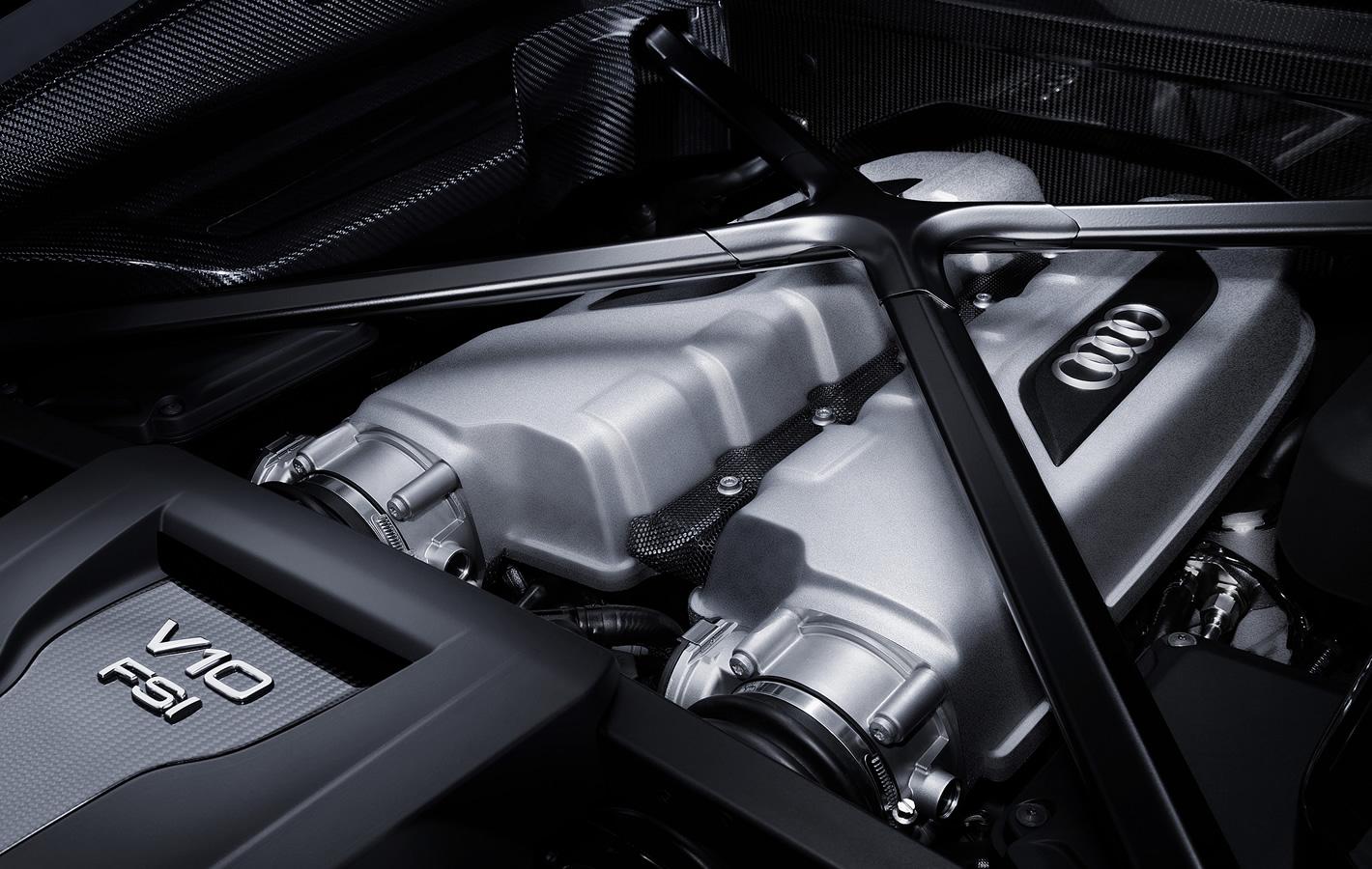Audi R8 Plus - silnik V10