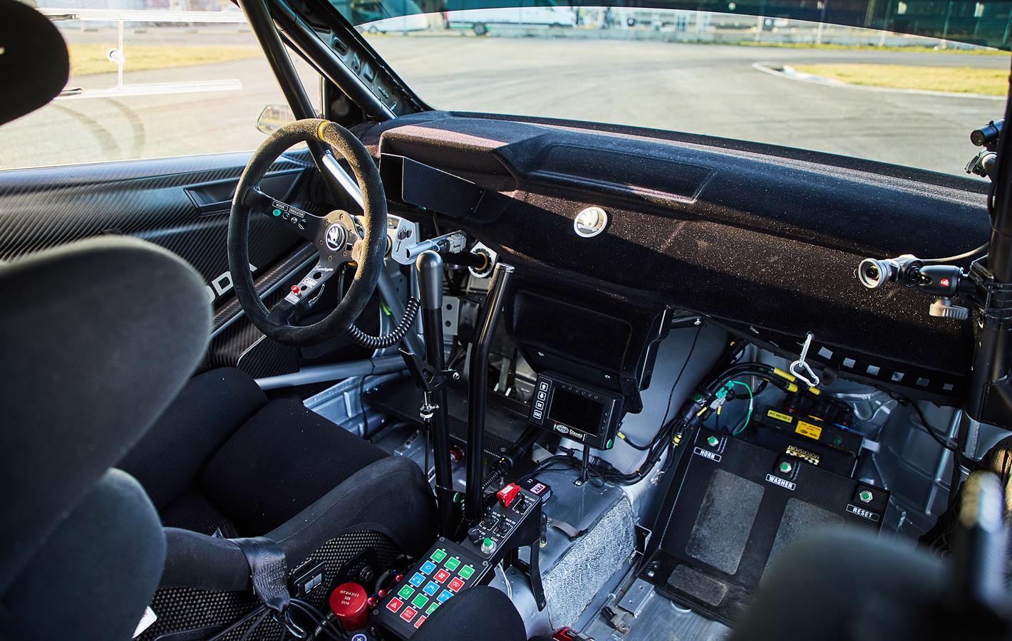 Skoda Fabia R5 - miejsce pracy kierowcy