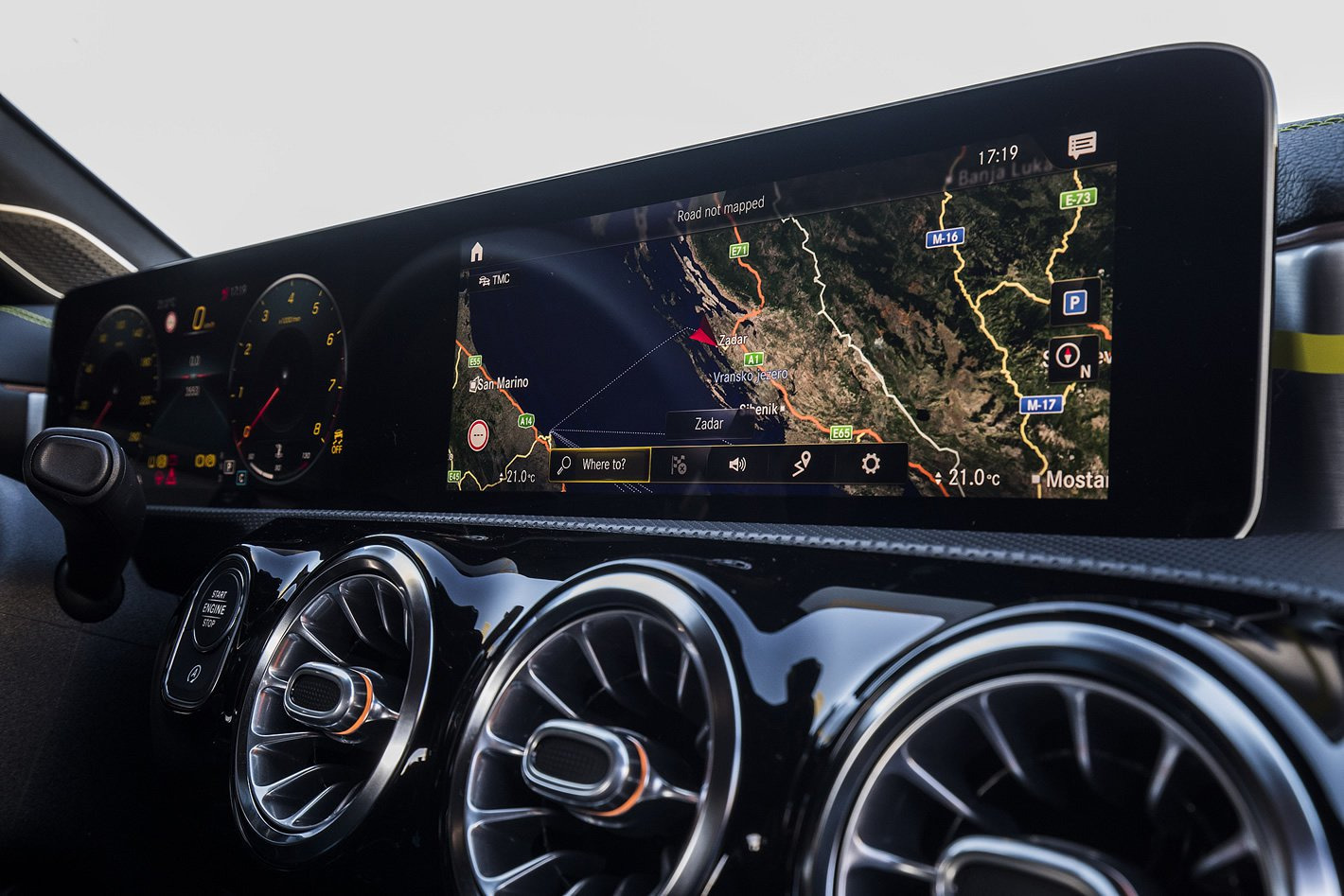 Mercedes-Benz Klasy A - dwa ekrany