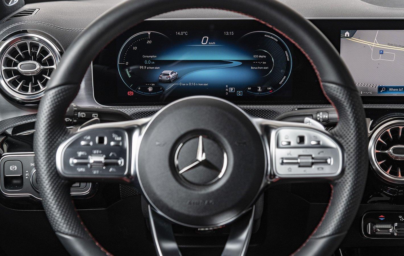 Mercedes-Benz Klasy A - ekran przed kierowcą