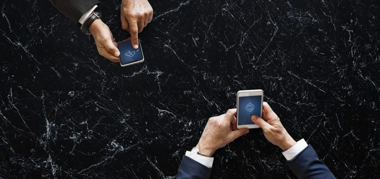 użytkownicy smartfoów coraz rzadziej zmieniają telefony