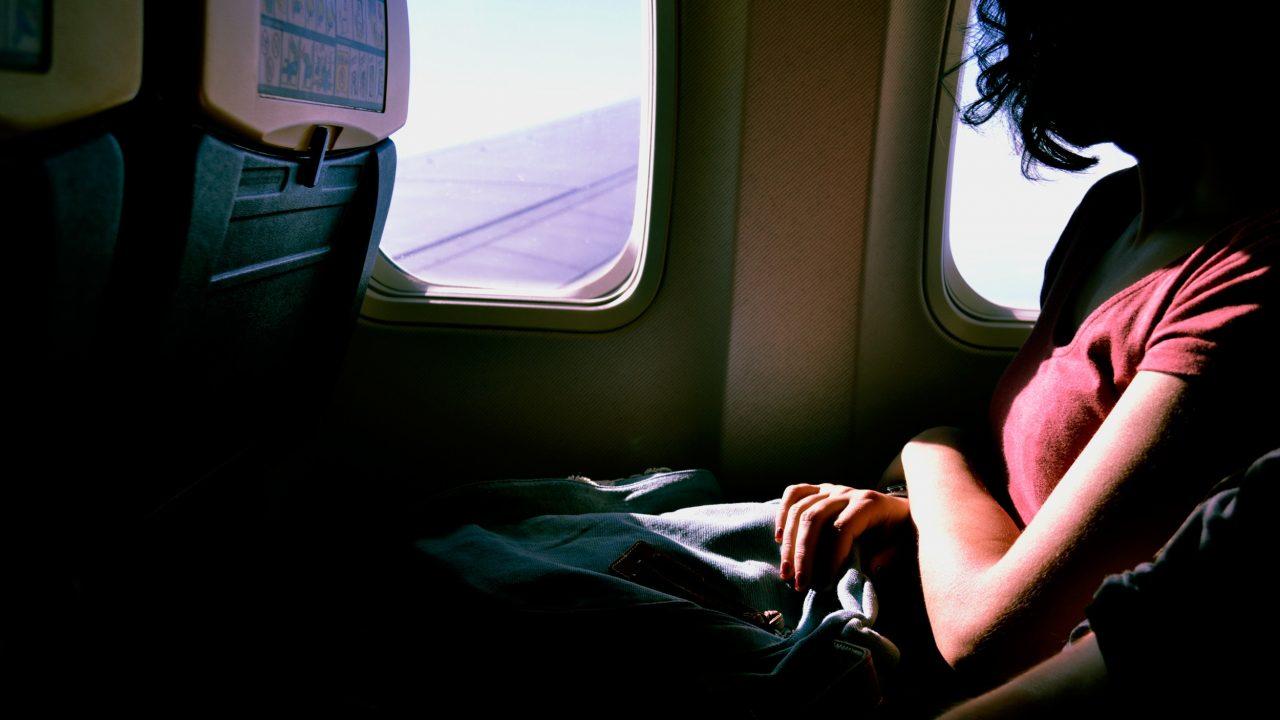 co zabrać w podróż samolotem