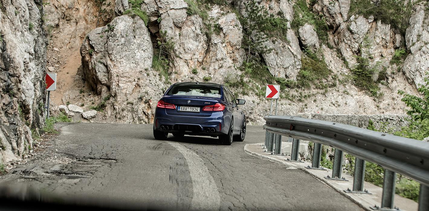 BMW M5 - skuteczne na zakrętach