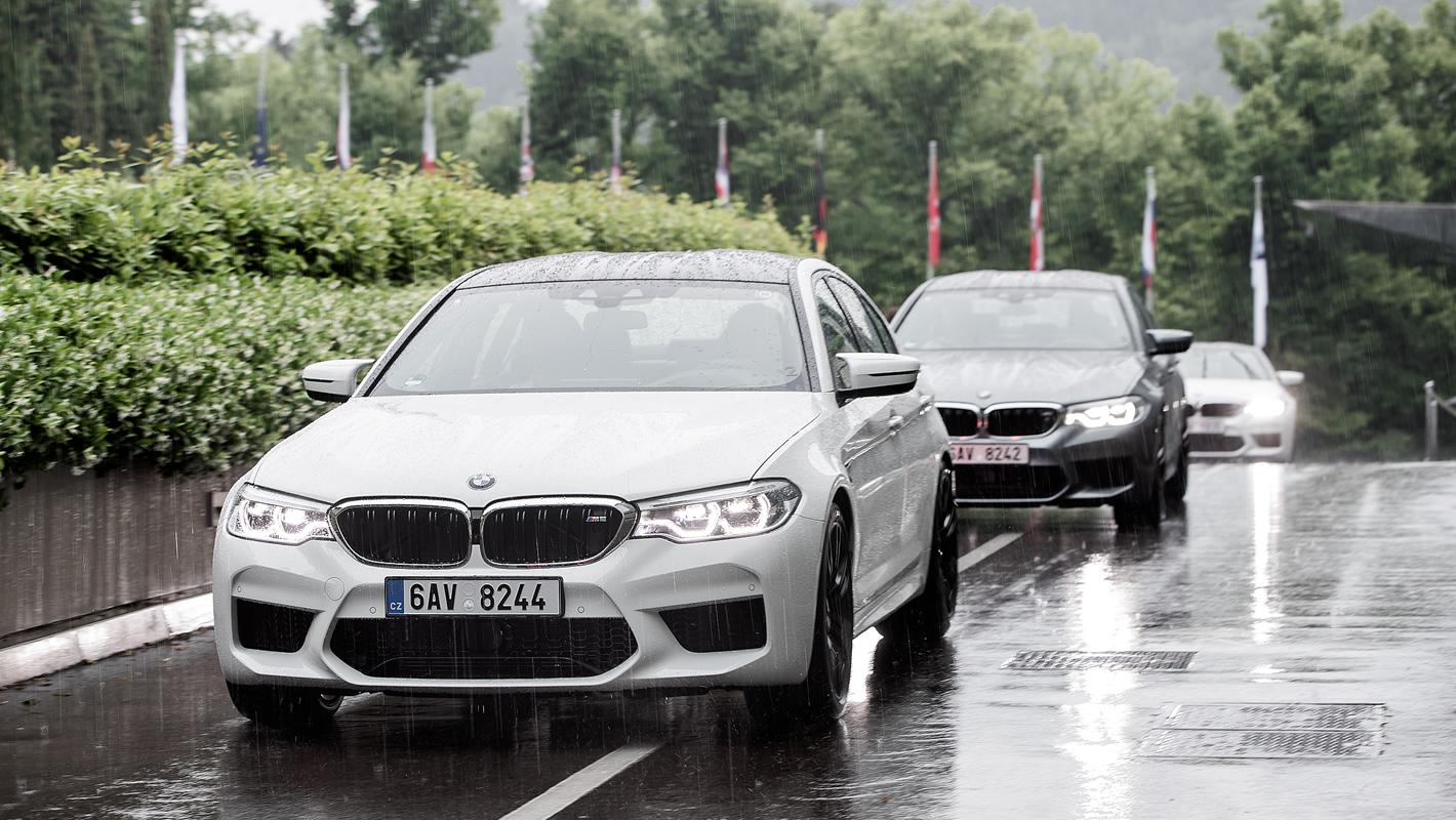 BMW M5 w mieście