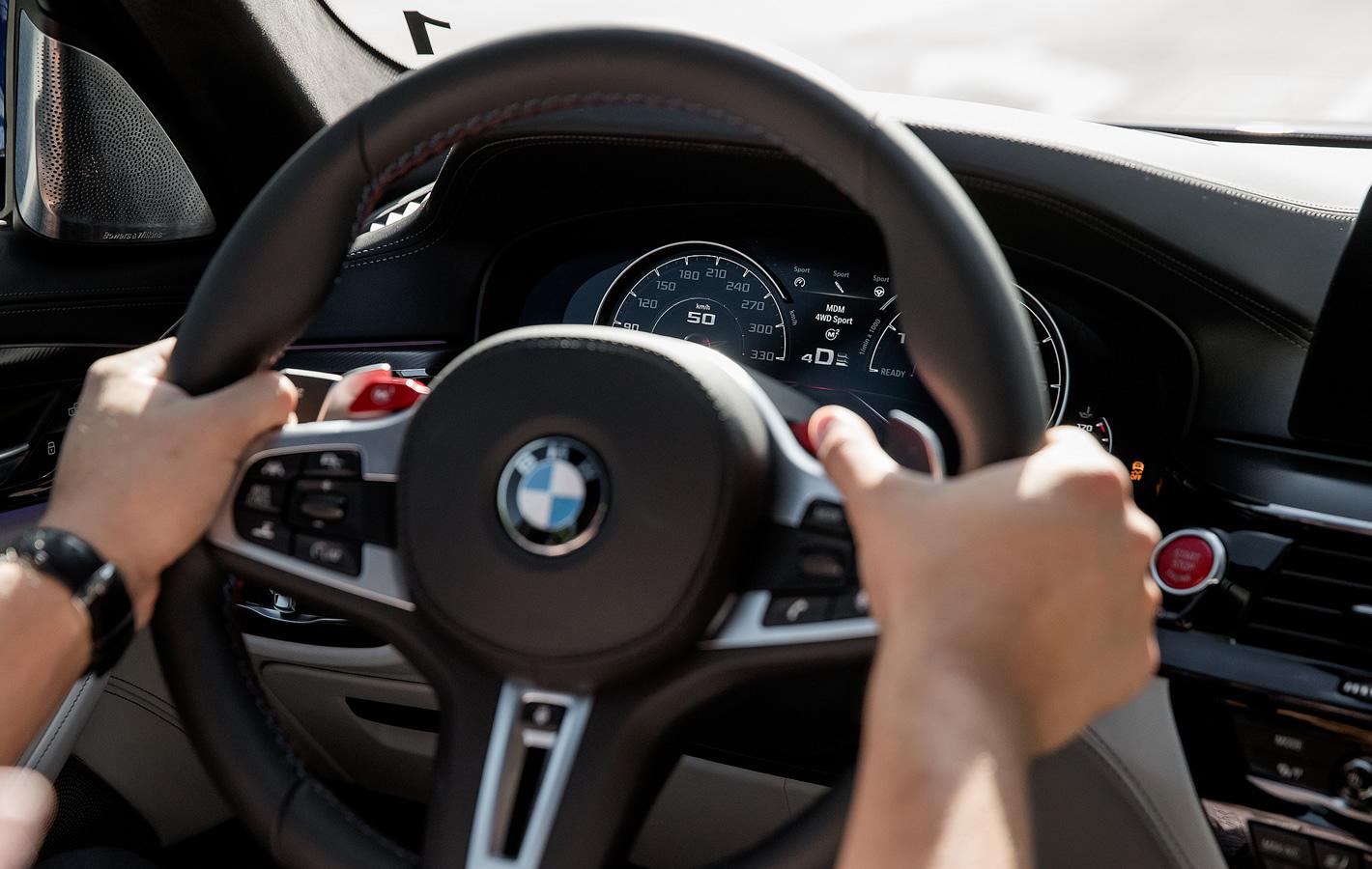 BMW M5 - przełączniki trybów jazdy