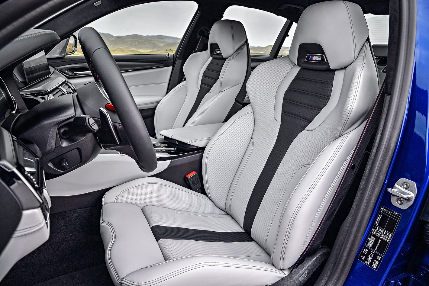 BMW M5 - przednie fotele