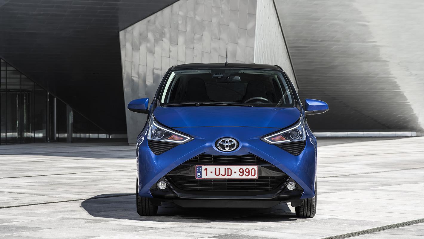 Toyota Aygo 2018 w kolorze niebieskim