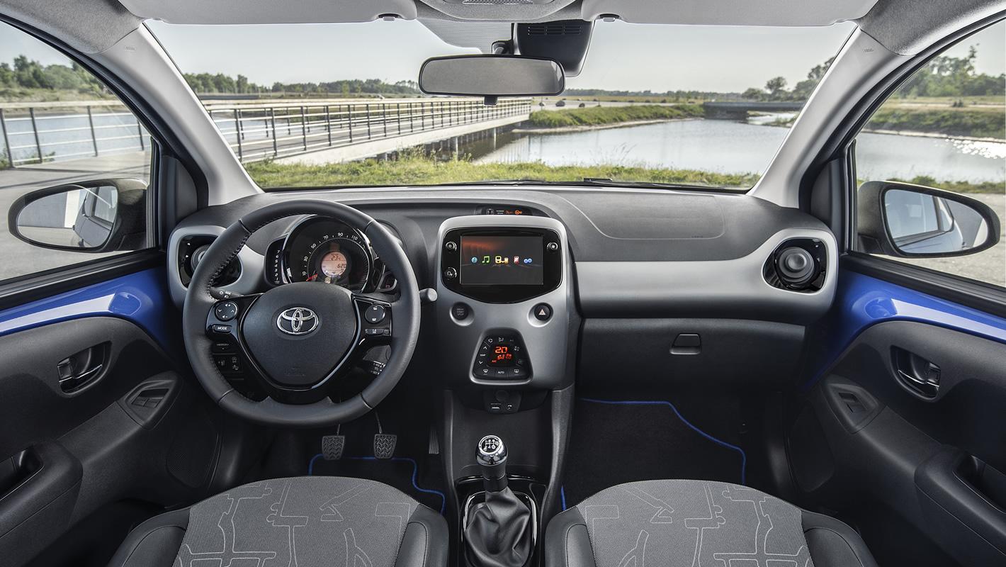 Toyota Aygo 2018 w środku