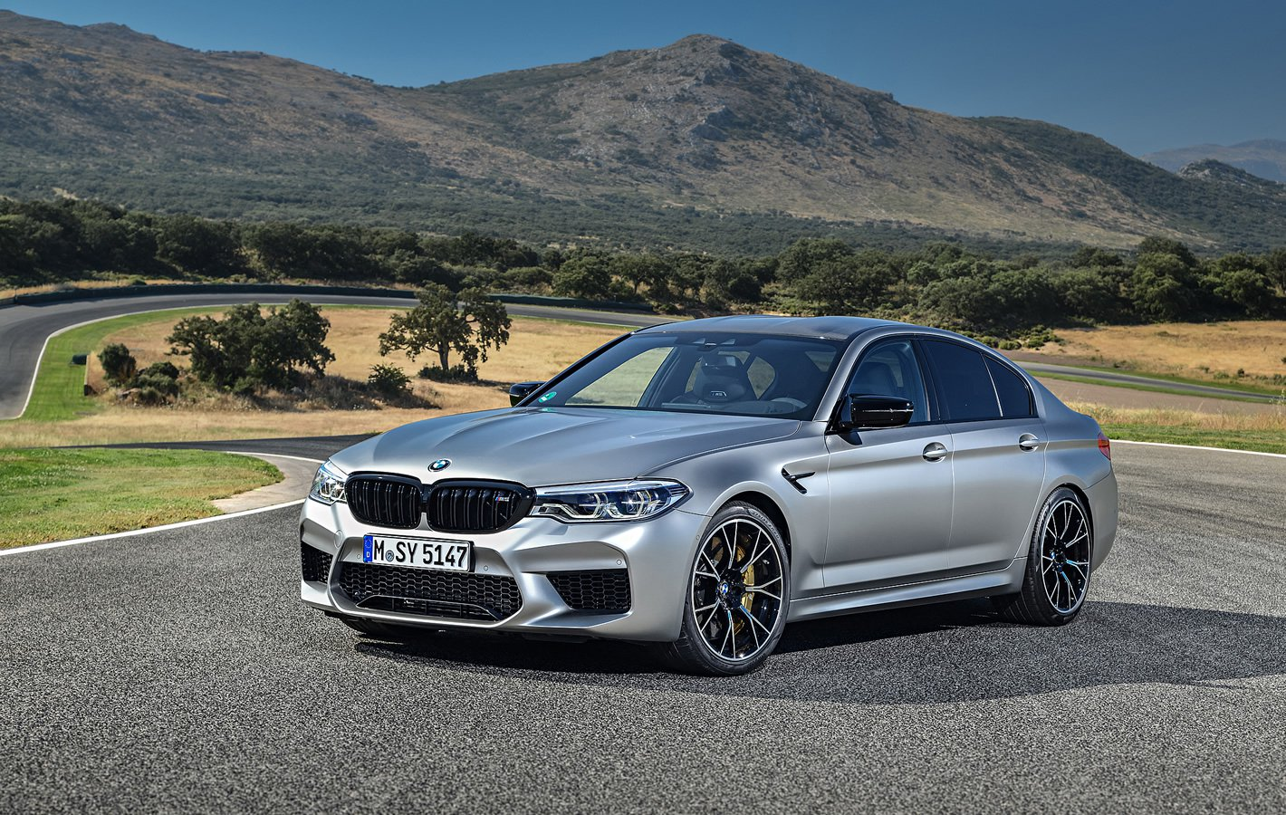 BMW M5 Competition z przodu