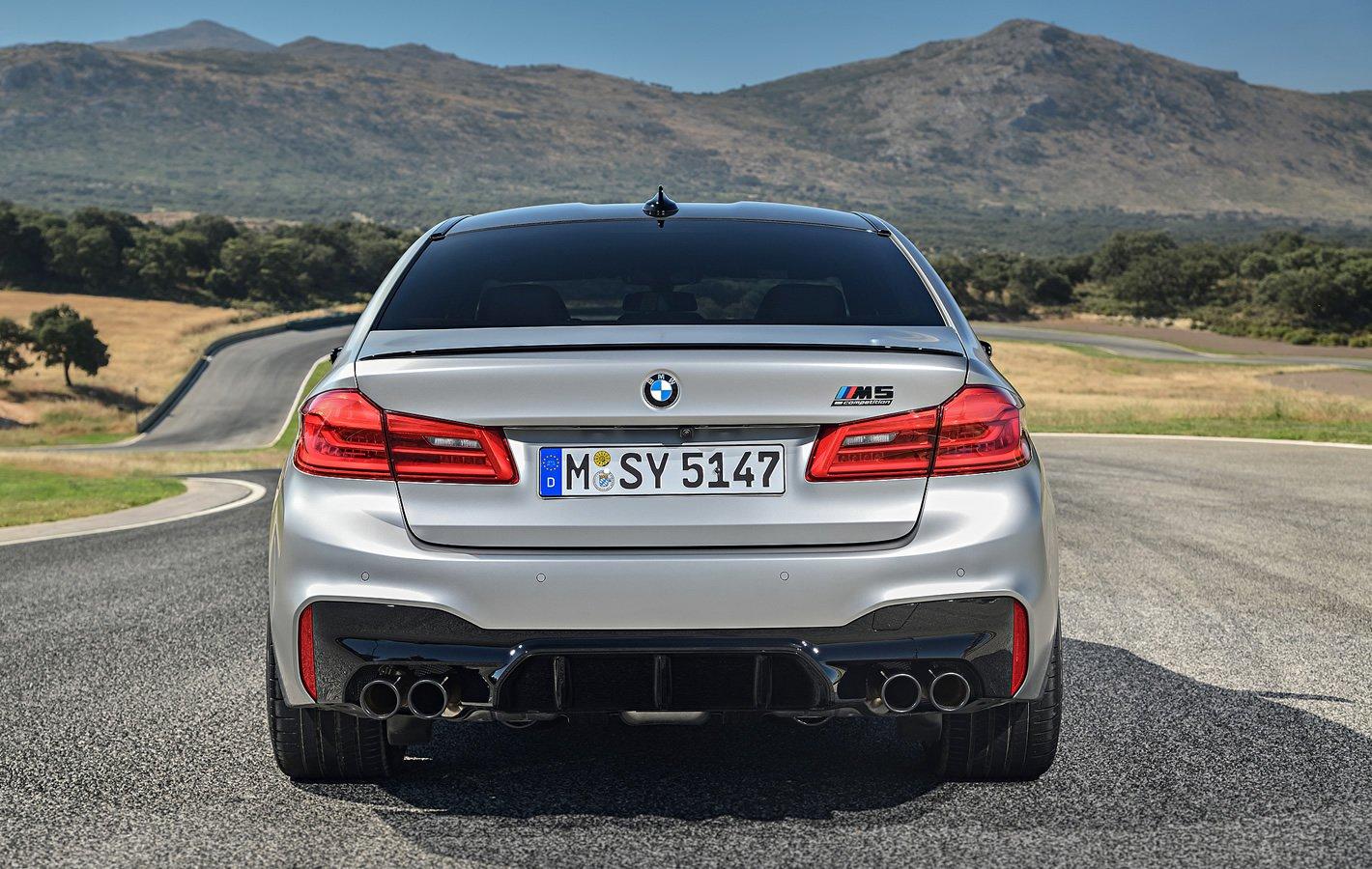 BMW M5 Competition - znaczek Competition i wydech sportowy