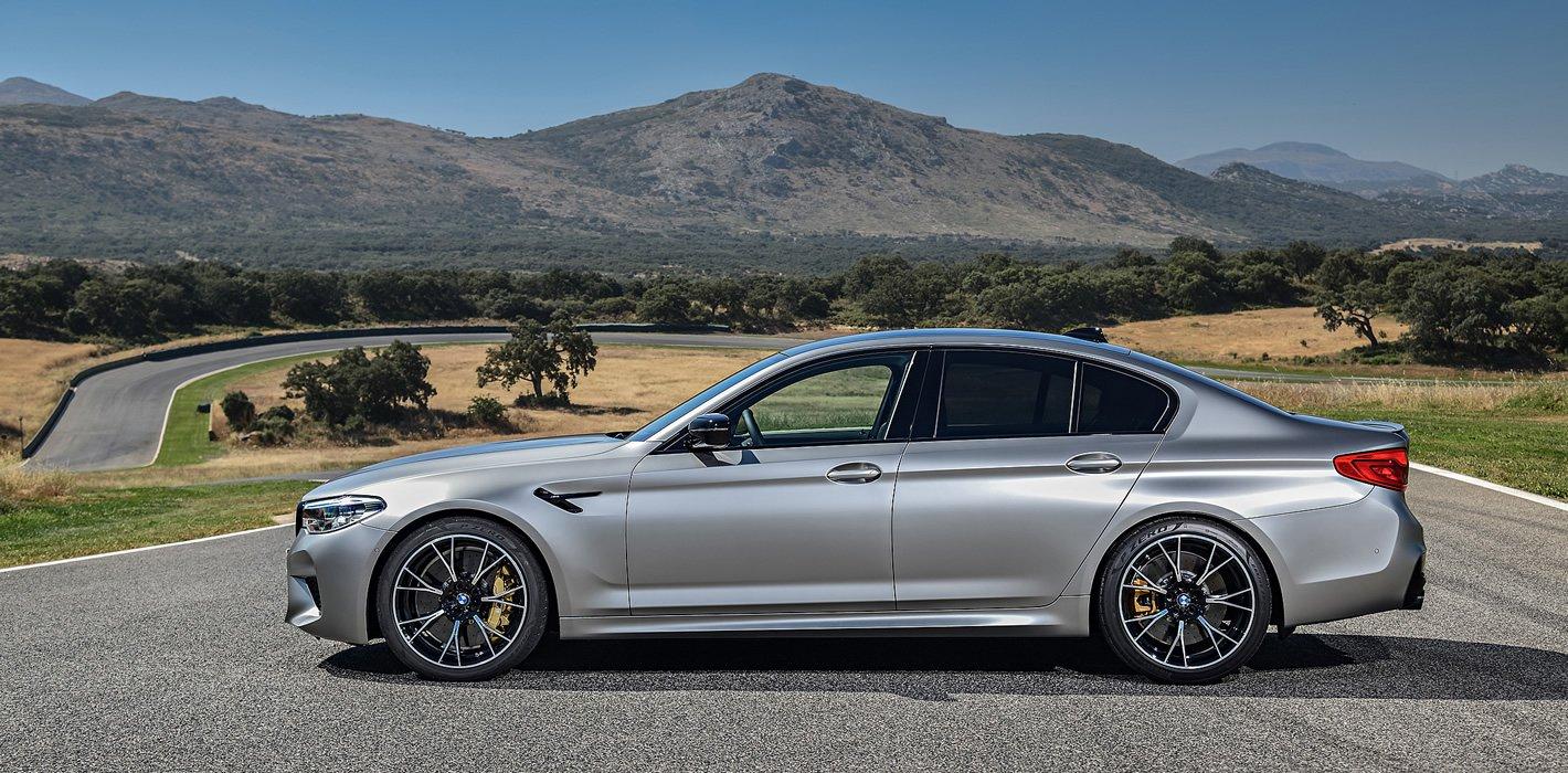BMW M5 Competition z boku