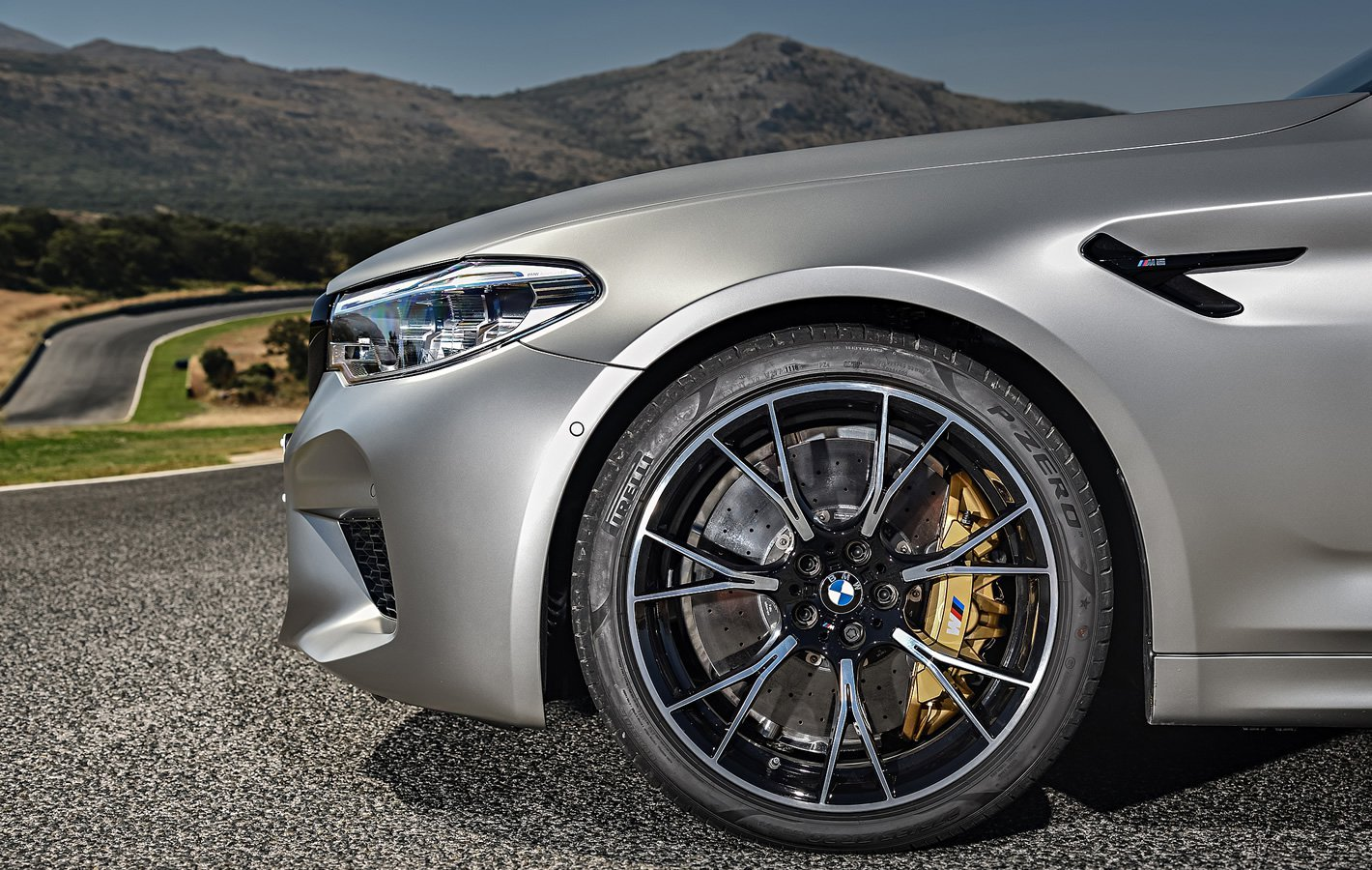 BMW M5 Competition - hamulce