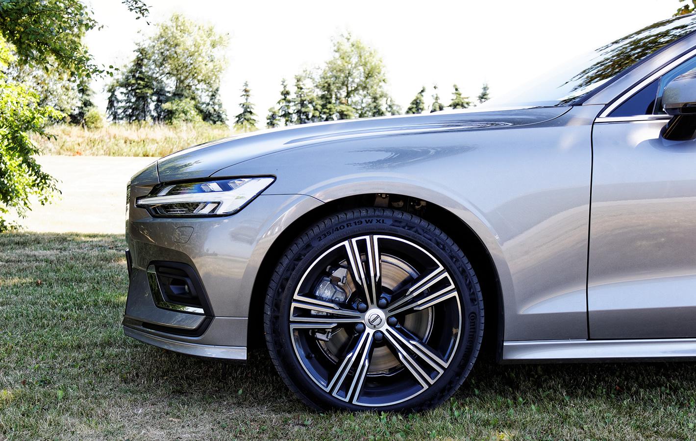 Volvo V60 - hamulce