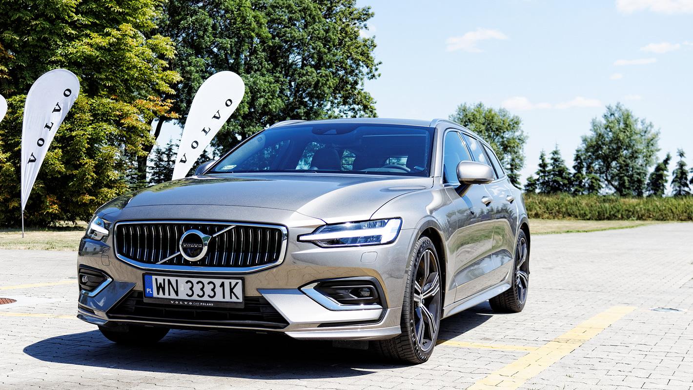 Volvo V60 - przednie adaptacyjne reflektory
