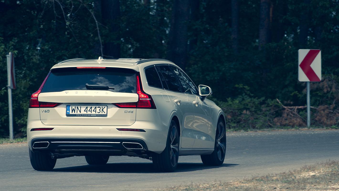 Volvo V60 - stosunkowo sztywne zawieszenie